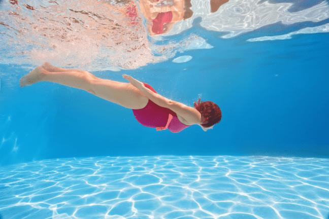 visszér úszás)