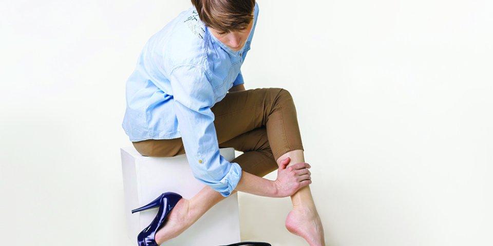 fájdalom a visszeres lábakon