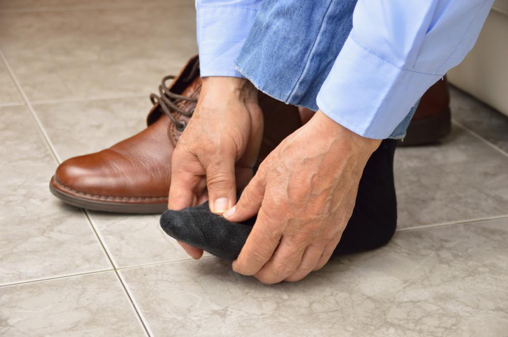 a lábak elkékülnek a visszérektől