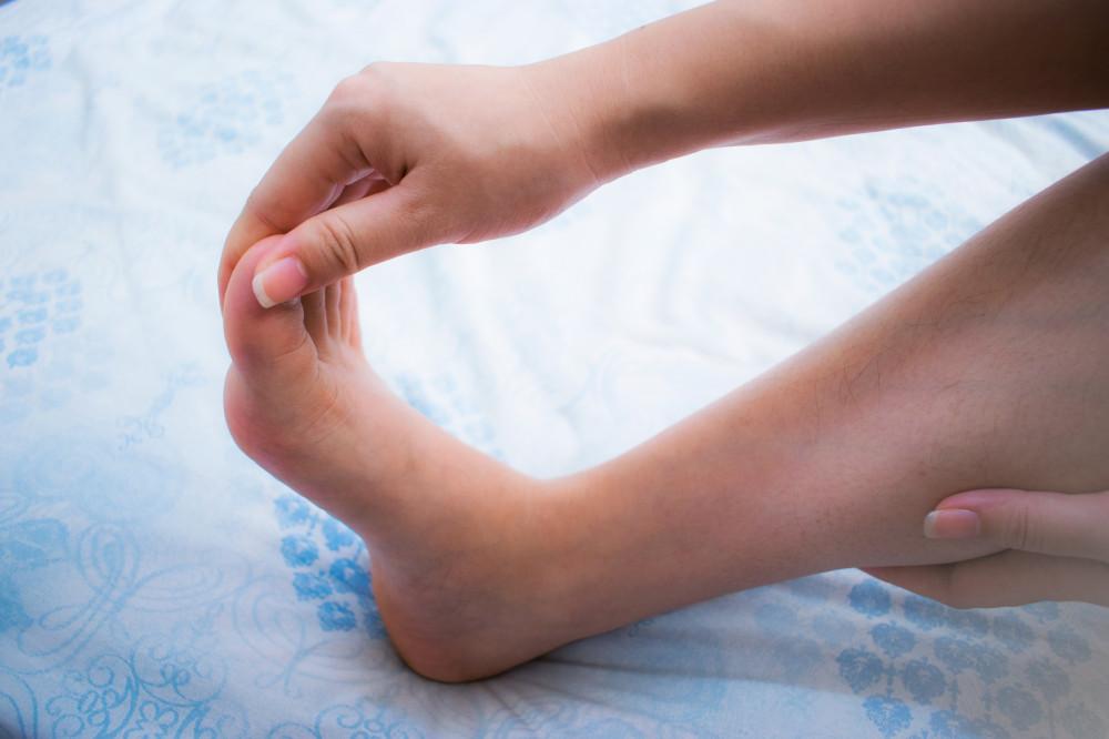 A lábujj zsibbadása visszeres Detralex – Könnyű lábak